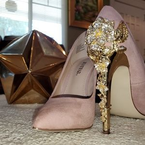 Peachy Pink Pointy Toed Heels